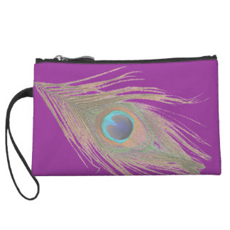 Pluma del pavo real en la púrpura II