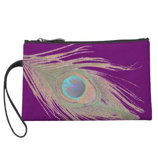 Pluma del pavo real en la púrpura III