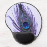 Pluma púrpura del pavo real en púrpura alfombrillas de ratón con gel