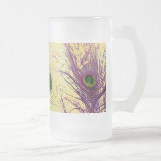 Pluma púrpura del pavo real taza de cristal