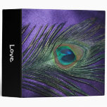 Pluma púrpura sedosa del pavo real