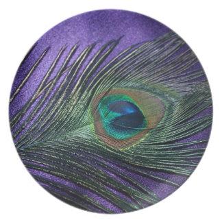 Pluma púrpura sedosa del pavo real plato de comida