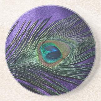 Pluma púrpura sedosa del pavo real posavasos personalizados