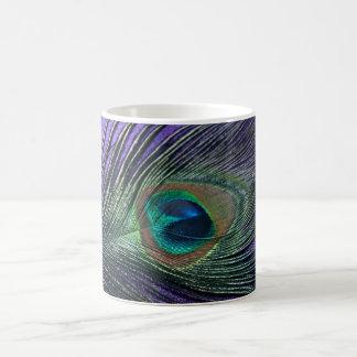 Pluma púrpura sedosa del pavo real taza mágica