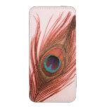 Pluma roja del pavo real en rosa bolsillo para móvil