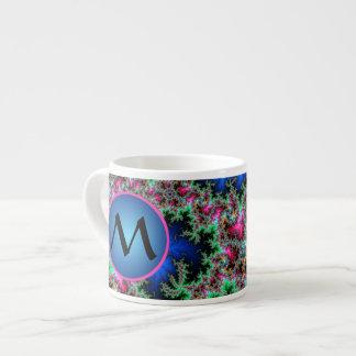 Plumas abstractas del pavo real, arte con taza de espresso