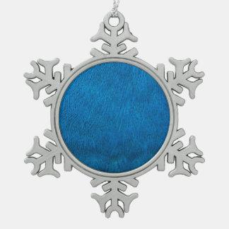 Plumas azules del pavo real adorno de peltre en forma de copo de nieve