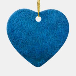 Plumas azules del pavo real adorno de cerámica en forma de corazón