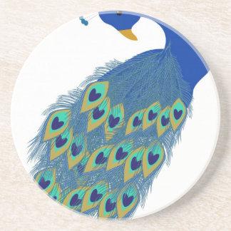 Plumas azules elegantes románticas del pavo real posavasos de arenisca