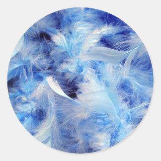 Plumas azules pegatina redonda