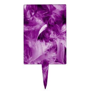 plumas coloridas, púrpuras figuras de tarta