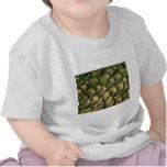 Plumas de oro del pavo real camiseta