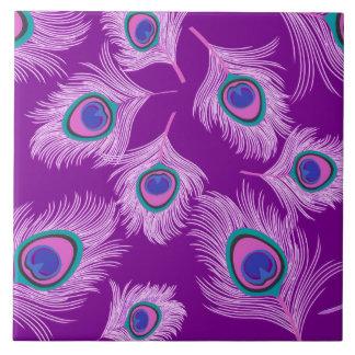 Plumas del pavo real de la orquídea en púrpura azulejo cuadrado grande