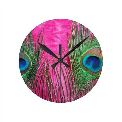 Plumas del pavo real de las rosas fuertes reloj