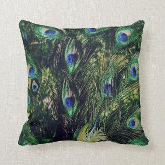 Plumas del pavo real del estilo de la aleta almohada