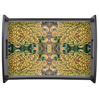 Plumas del pavo real del verde esmeralda y del oro bandejas