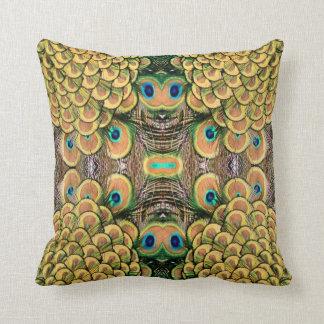 Plumas del pavo real del verde esmeralda y del oro cojín