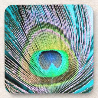 Plumas del pavo real en la turquesa posavasos de bebida