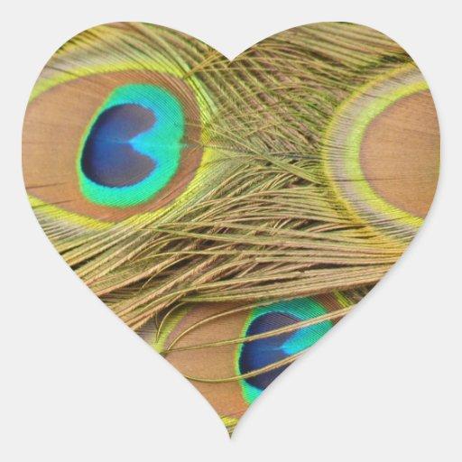 Plumas del pavo real pegatina corazon