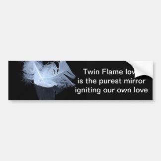 Plumas gemelas y reflexión de la llama pegatina para auto