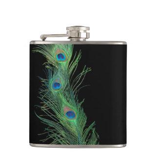 Plumas negras y verdes del pavo real