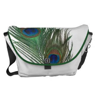 Plumas preciosas del pavo real con blanco bolsa messenger