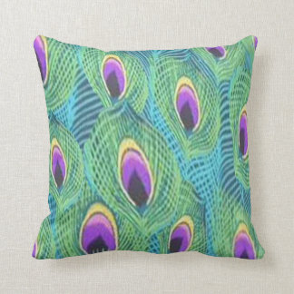 Plumas púrpuras del pavo real almohada