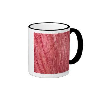 Plumas rosadas taza de dos colores