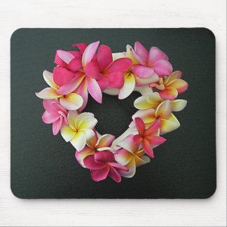 Plumeria en anillo del corazón en mousepad tapete de ratón