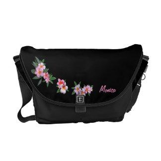 Plumeria rosado (personalizable) bolsas de mensajería