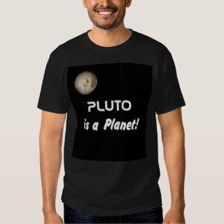 ¡Plutón es un planeta! Remeras