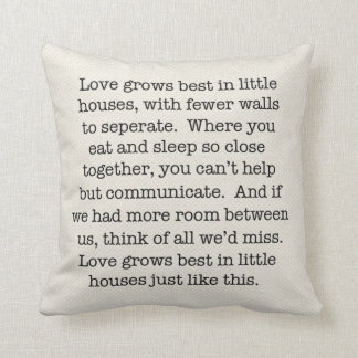 Poca almohada de la casa