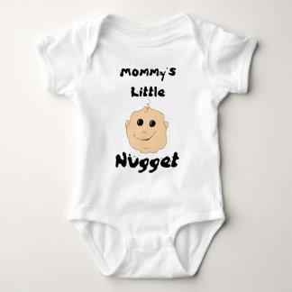 Poca camisa de la pepita de la mamá