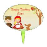 Poca celebración del cumpleaños de la capa con cap decoración para tarta
