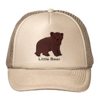 Poca gorra de béisbol del oso