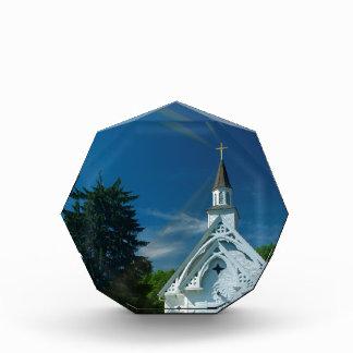 Poca iglesia blanca