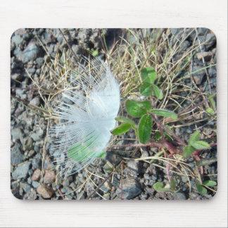 Poca pluma blanca 1 Mousepad