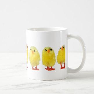 Poca taza de los polluelos de Pascua