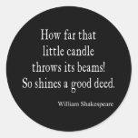 Poca vela brilla la buena cita de Shakespeare del Pegatina Redonda