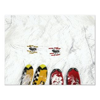 Pocas hormigas del esquí que pasan a través invitación personalizada