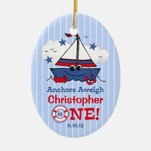 Poco 1r cumpleaños del velero adorno navideño ovalado de cerámica