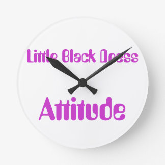 Poco actitud negra del vestido reloj redondo mediano