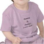 Poco ángel de la mamá y del papá camiseta