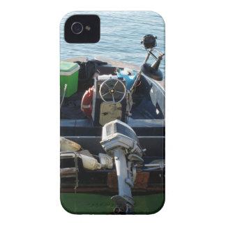 Poco barco de pesca italiano en el mar iPhone 4 carcasas