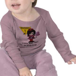 Poco chica de Emo en el entrenamiento Camiseta