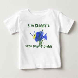 Poco compinche de la pesca del papá - camiseta
