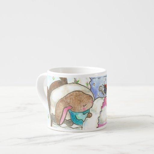 Poco conejito en taza de la cama taza espresso