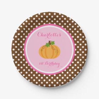 Poco cumpleaños anaranjado del chica del rosa de platos de papel