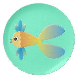 Poco dibujo animado a pescado plato de cena