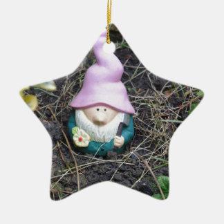 Poco gnomo adorno navideño de cerámica en forma de estrella